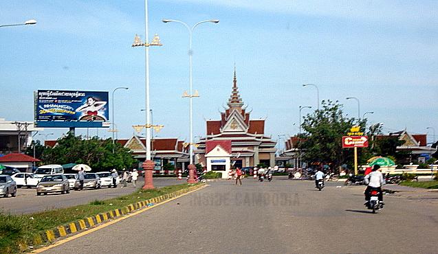 Bavet Cambodia  city pictures gallery : APAD 224: Cambodian border crossing in Bavet | Inside Cambodia