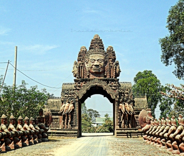 apad 124 dvarapalas at temple entrance2